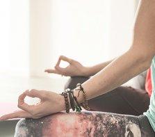 Yoga med Stol på Studio Karma i Norrtälje